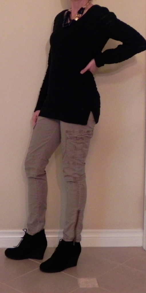 Kind of a weird pose, but I wanted you to see the cute slit on the sides!